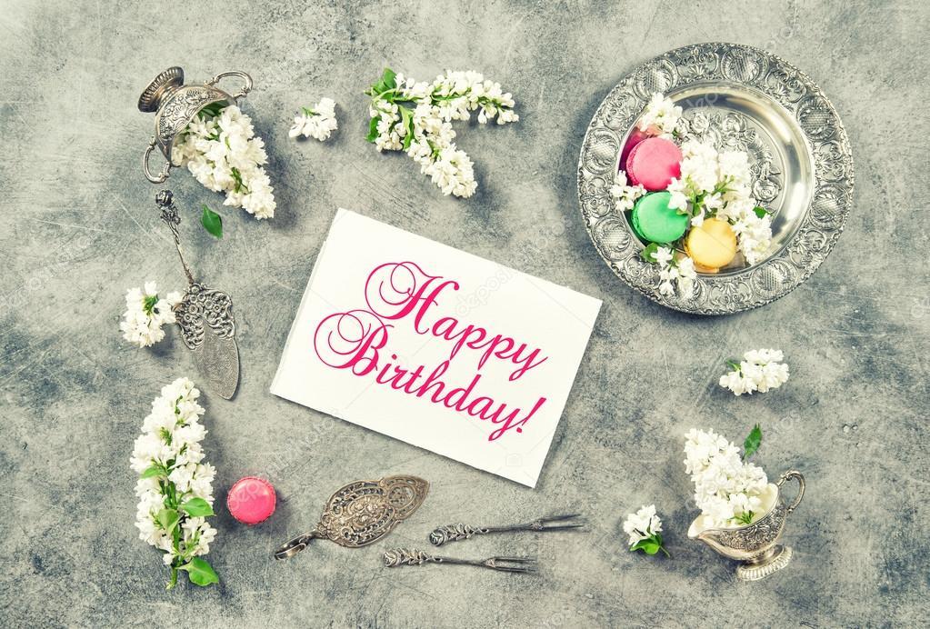 Auguri Matrimonio Vintage : Fiori lilla con scheda di buon compleanno — foto stock