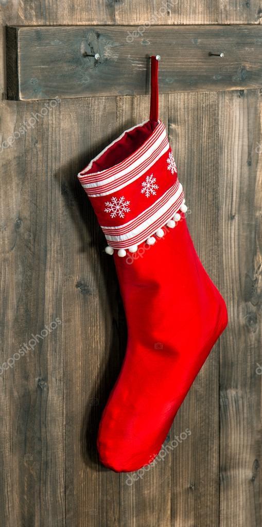 Weihnachtsstrumpf. Rote Socke mit Schneeflocken für Santa Geschenke ...