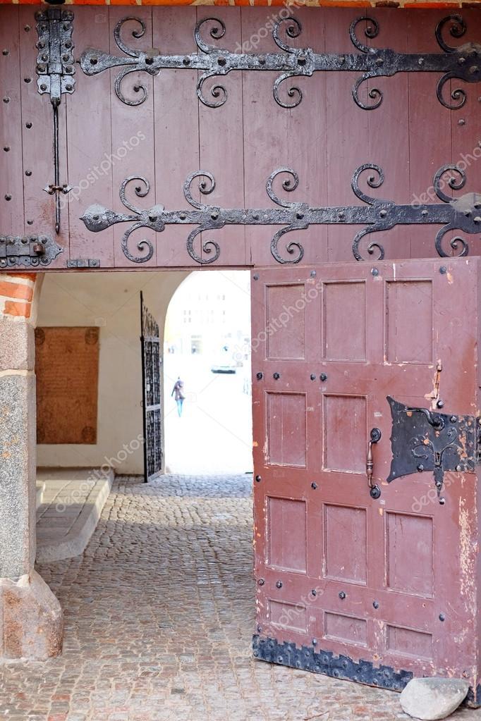 Antike Türen, Bogen — Stockfoto © Qzian #104694154