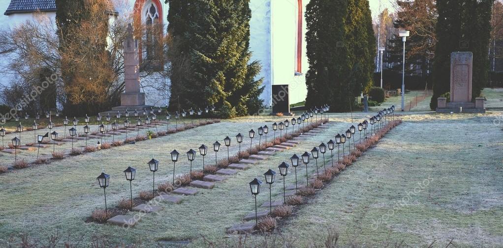 Cmentarz Z Lampy Zdjęcie Stockowe Qzian 113185084