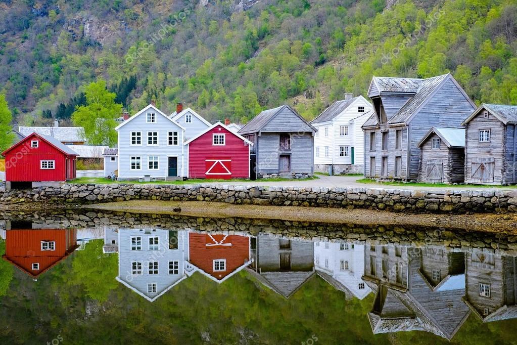 Skandinavisches haus am see  Skandinavisches Haus und See — Stockfoto © Qzian #116294560