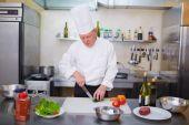 kuchař vaření salát