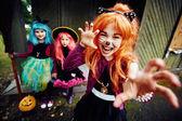 Mladé čarodějnice v halloween