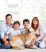 Fotografie šťastná rodina se psem