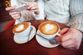 Pár foto přičemž cappuccina