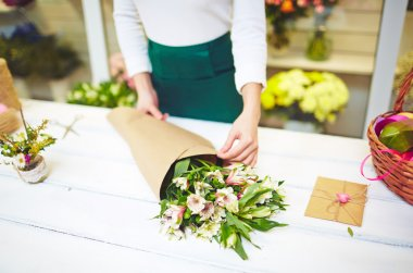 florist wrapping up bouquet