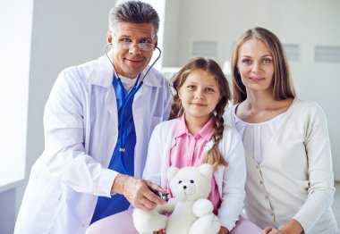 girl with teddybear, mother and doctor