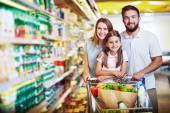 Örömteli családi szupermarketben