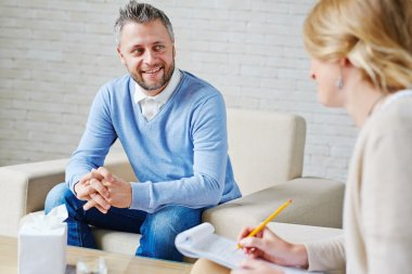patient talking to psychologist