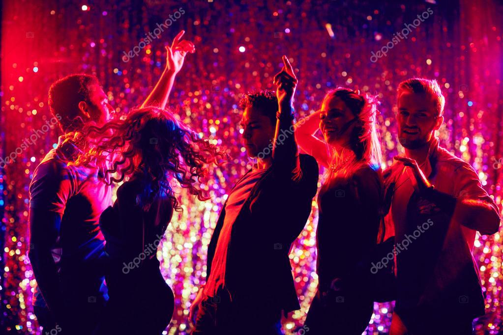 夜のクラブで踊る若者 — ストッ...