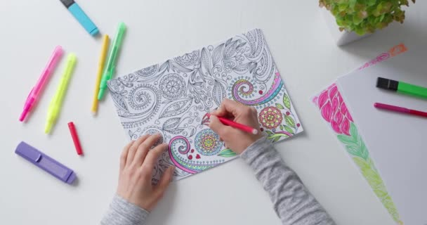 Omalovánky pro dospělé. Kreslení jako koníček. Koncentrační aktivity pro zmírnění stresu.