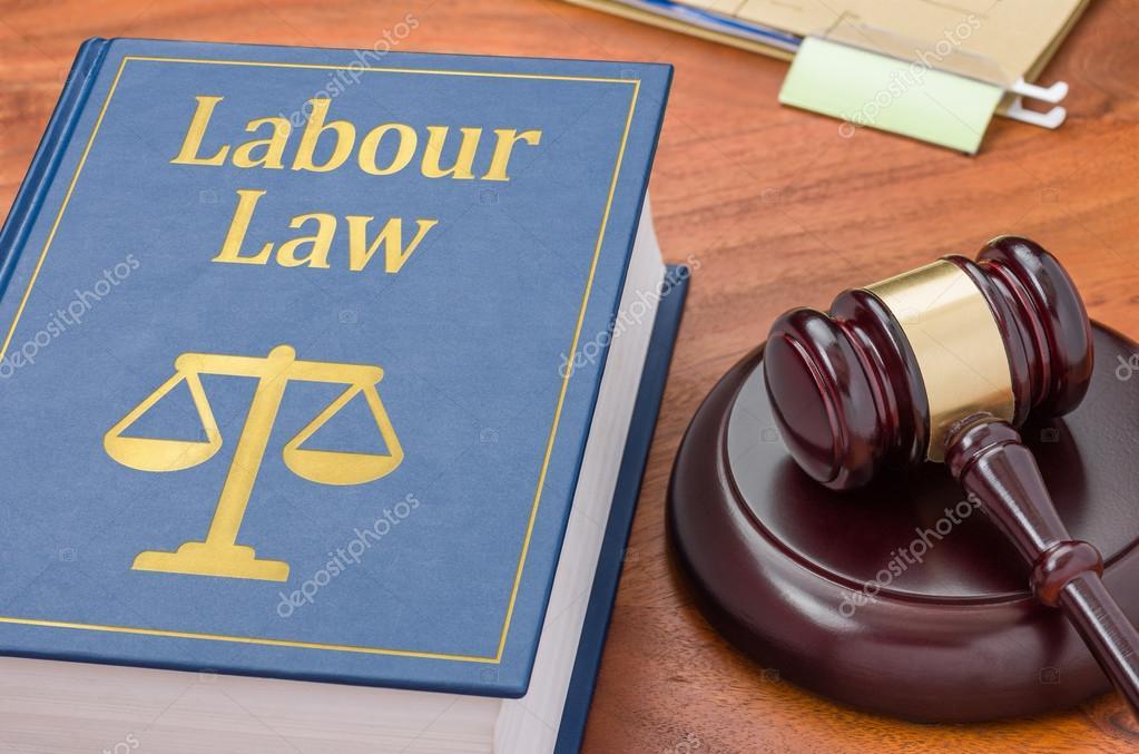 Ein Gesetz Buch Mit Einem Hammer Arbeitsrecht Stockfoto Zerbor