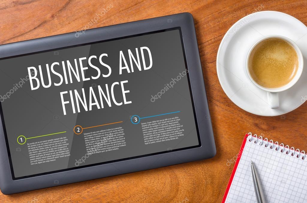 Tablette sur un bureau en bois commerce et finance