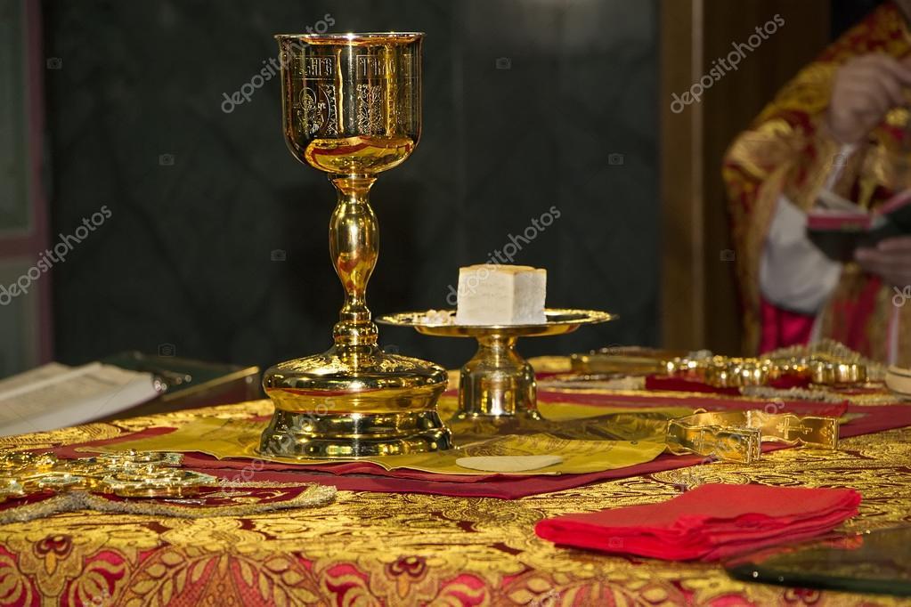 Risultati immagini per foto di Divina Liturgia ortodossa al cherubikòn
