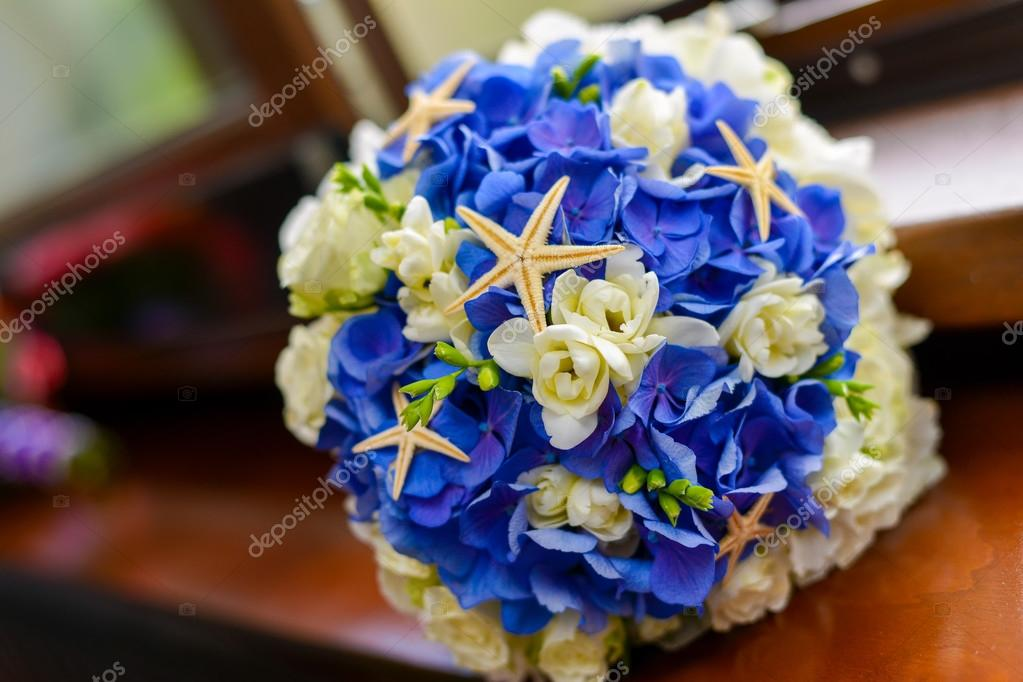 Brautstrauss In Blau Und Weiss Verziert Mit Seestern Stockfoto
