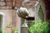 Islámské staré náhrobek na hřbitově a růženec