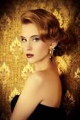 ελκυστική ξανθιά γυναίκα