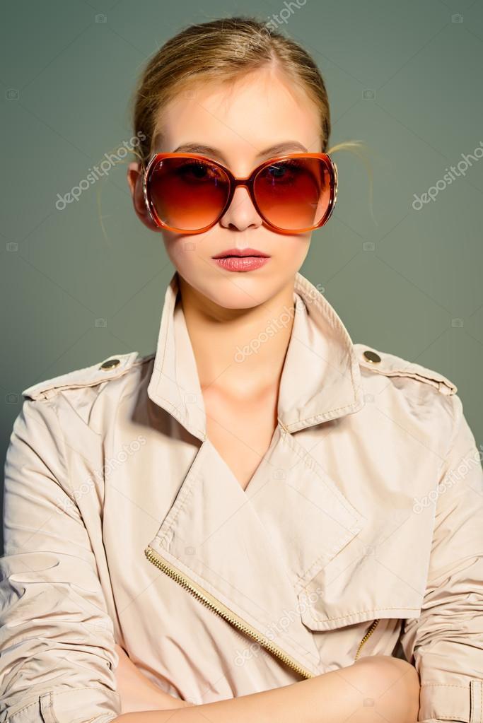grandes lunettes de soleil. Beauté, mode — Photographie prometeus ... f76503b23359