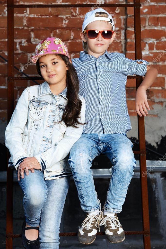 niños modernos. Belleza para niños, moda — Fotos de Stock ...