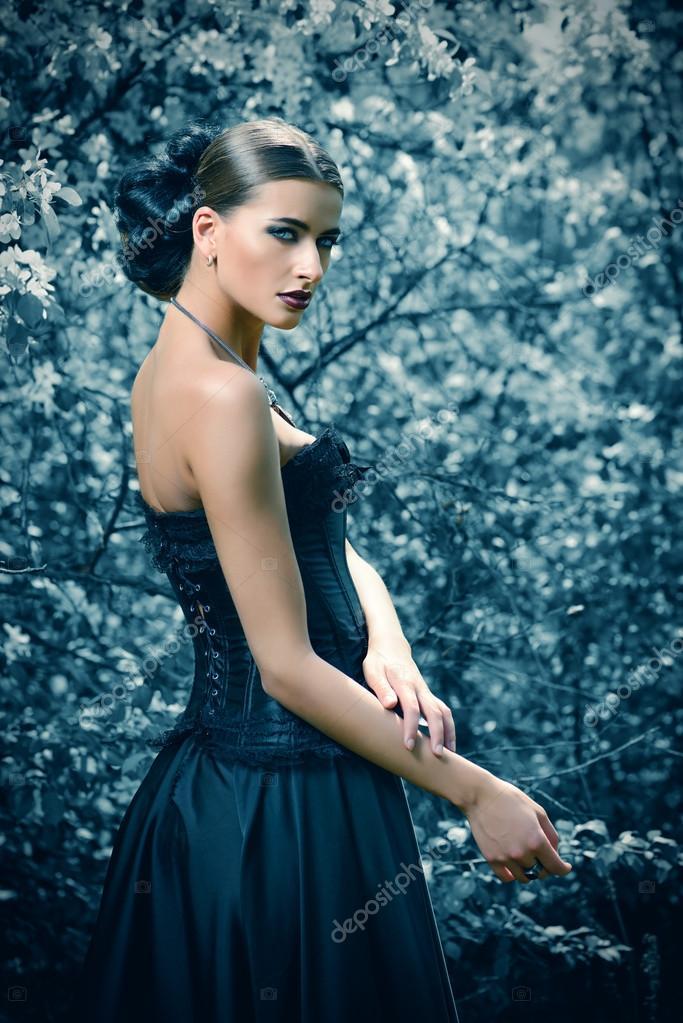 Брюнетка в длинном платье фото фото 156-922