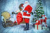 Zasněžený vánoční interiér
