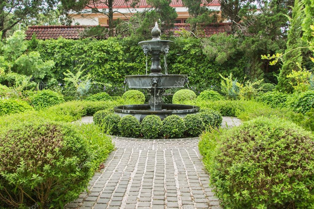 Natur Hintergrund Brunnen Im Englischen Garten Design Stockfoto