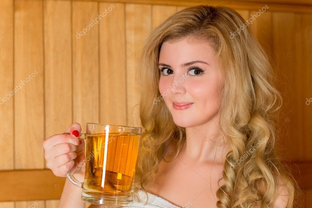 Красивая блондинка в сауне фото 137-151