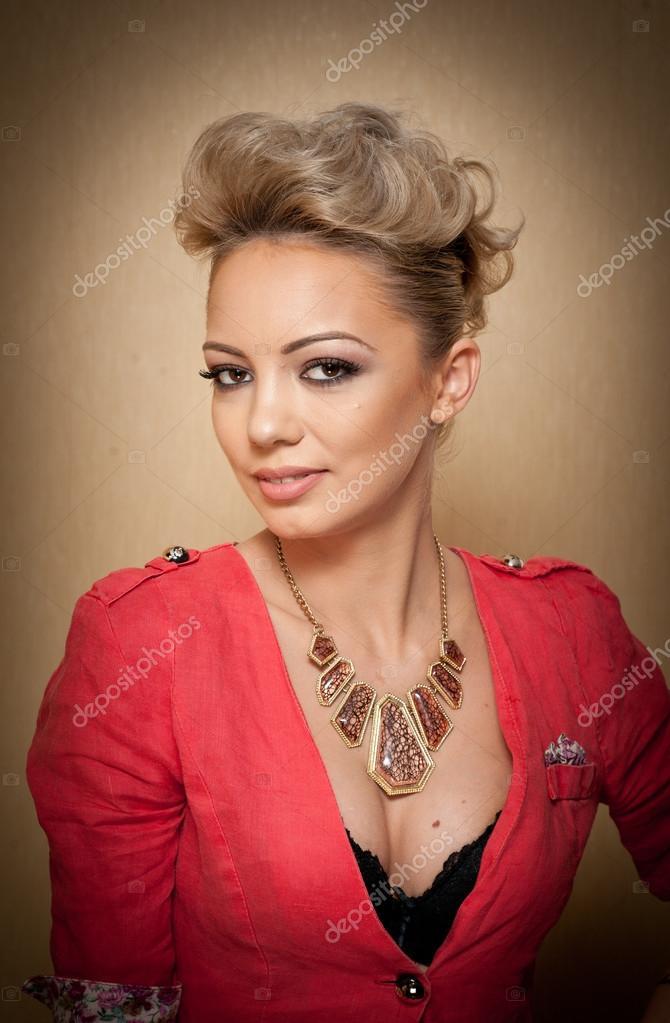 Make up capelli corti biondi