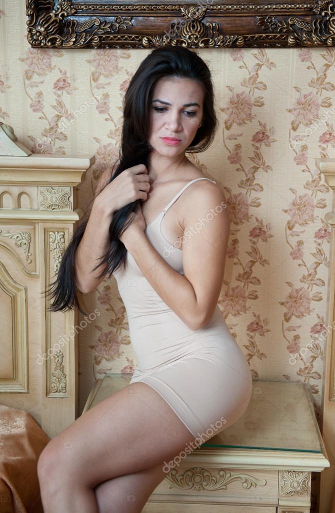 Mujeres hermosas en vestido corto