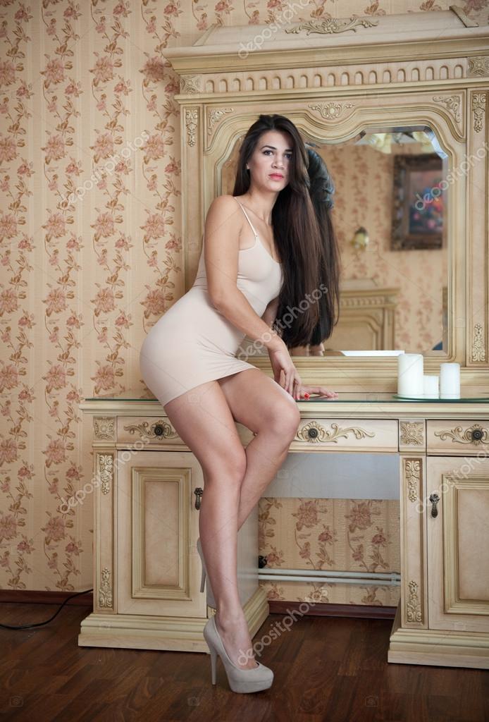 Kurzes Haar der sexy nackten Frauen