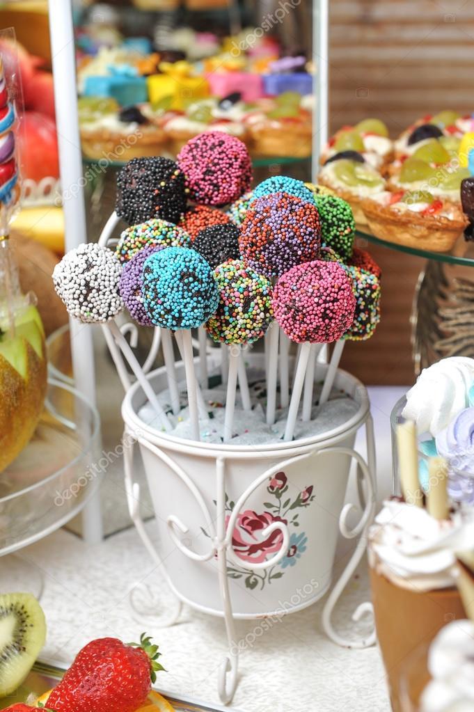 Br llop dekoration med pastell f rgade mar nger muffins - Dekoration muffins ...