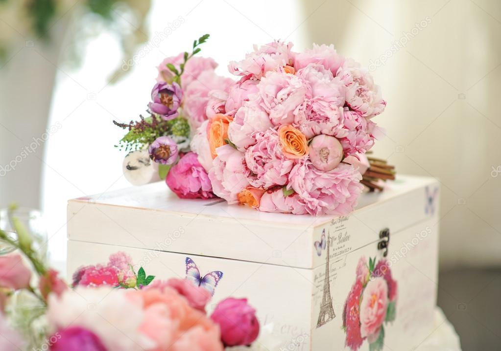 Hochzeitsdekoration Auf Dem Tisch Blumenschmuck Und Dekoration
