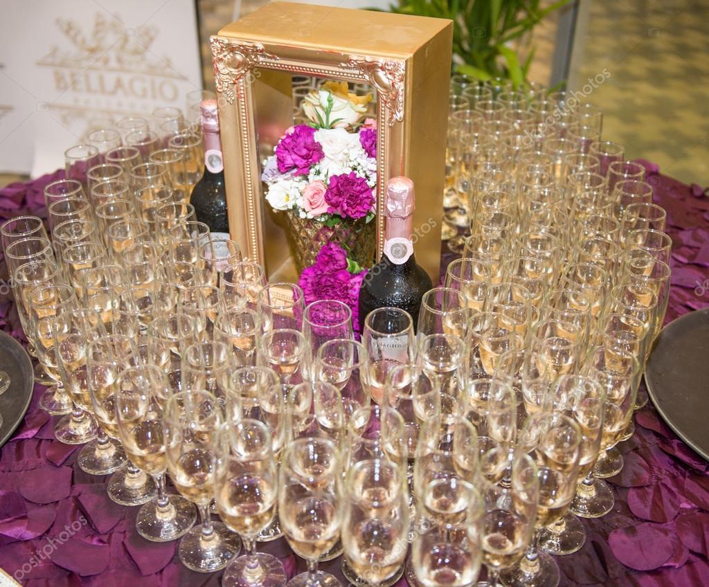 Wedding decor with champagne flutes on table. Elegant arrangement ...