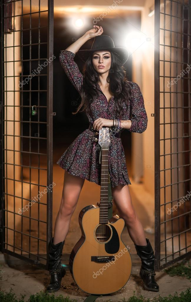 Attractive woman with country look 13800db06370