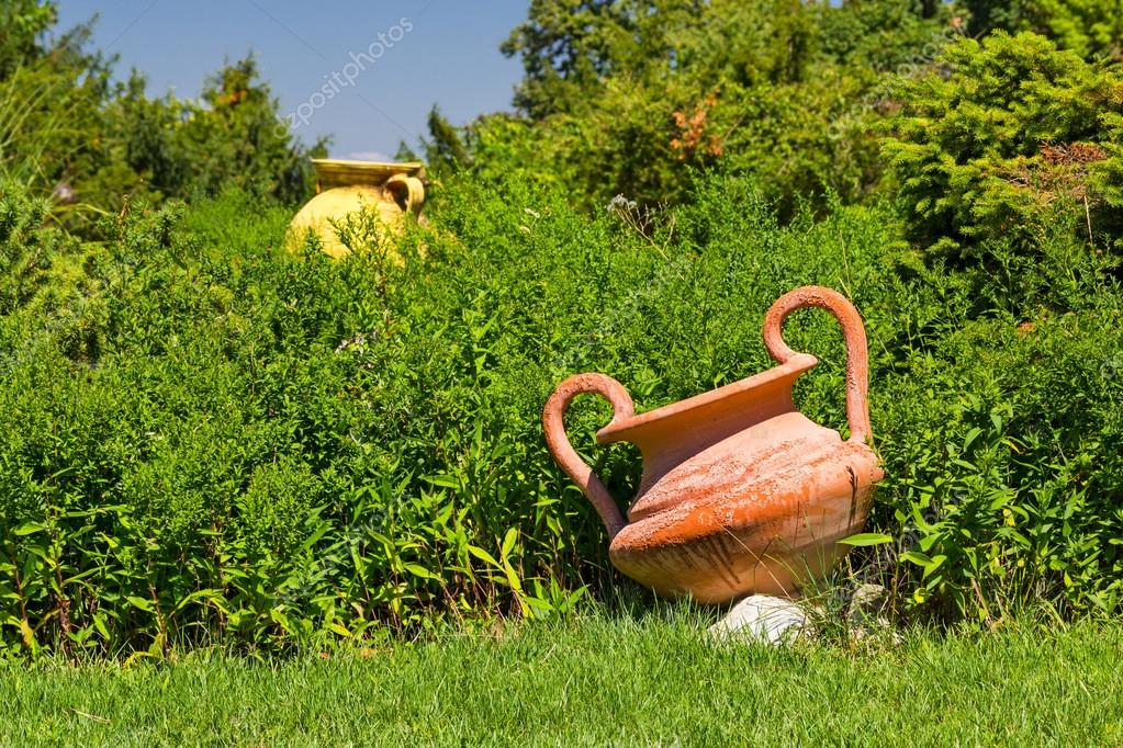 Decorazione Vasi Da Giardino : Vasi decorativi in ceramica nel giardino u2014 foto stock © marugod83