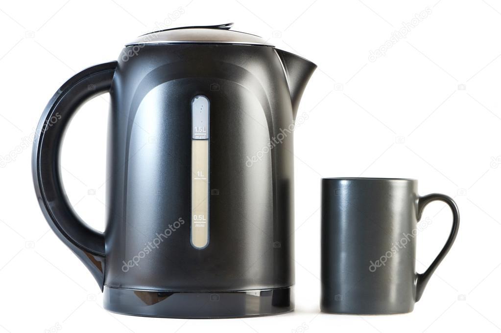 Wasserkocher Modern moderne wasserkocher und cup isoliert auf weiss stockfoto ryzhov