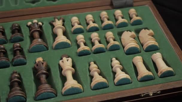 Sakk. Sakkfigurák doboz.