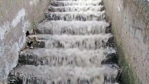 elárasztó víz