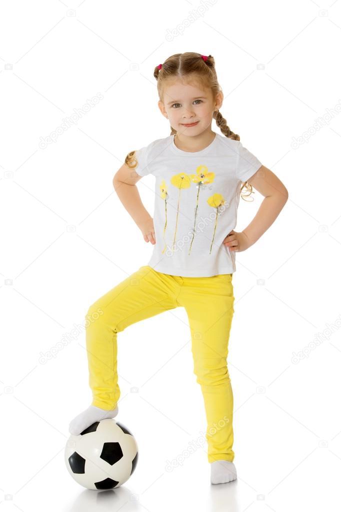 Petite fille qui joue au ballon photographie lotosfoto1 - Fille joue au foot ...