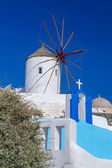 Photo Santorini with famous windmill in Greece, Oia village