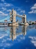 Fotografie Slavný Tower Bridge v Londýně, Anglie, Velká Británie
