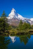Photo Matterhorn reflecting in Grindjisee in Swiss Alps, Switzerland