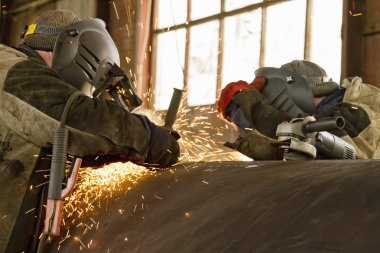simultaneous operation of two welders