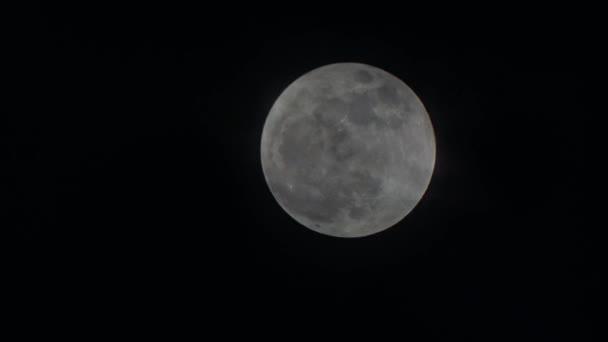 měsíc na noční obloze