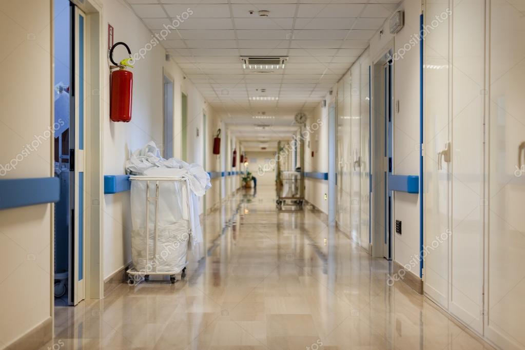 Lege ziekenhuis corridor u stockfoto dlpn