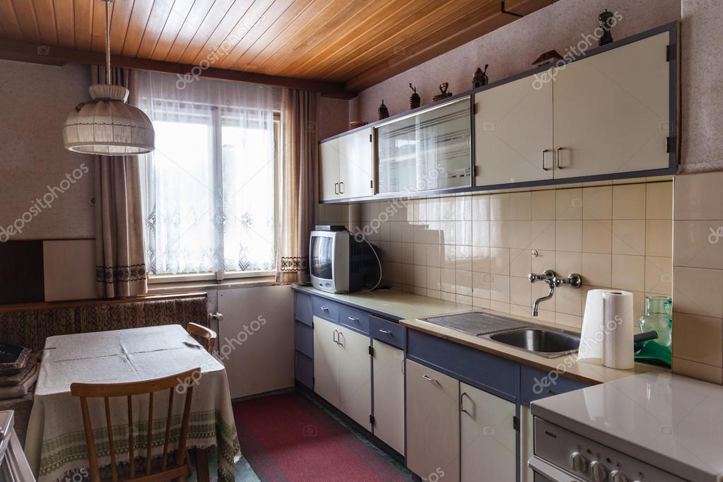 Vecchia cucina — Foto Stock © dlpn #78668396