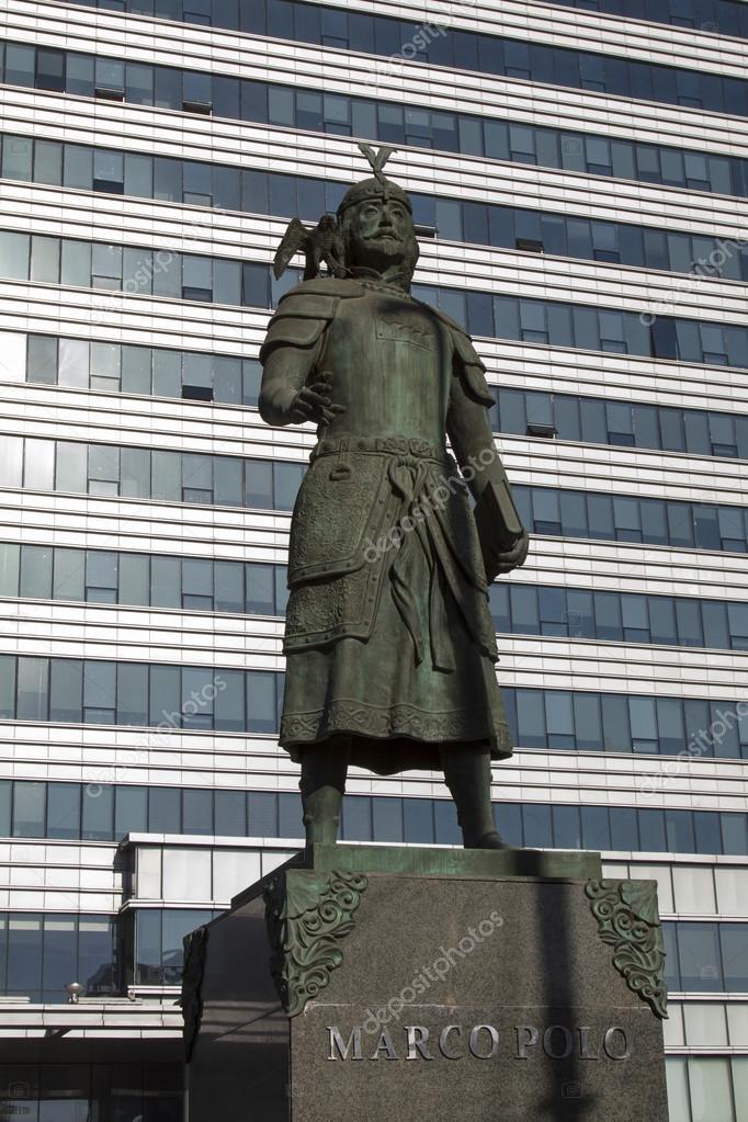 Ulaanbaatar, Mongolia - 3 de febrero: Monumento Marco Polo en Ulan ...