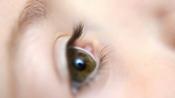 Oční kapky pro děti