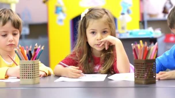 Kreslení ve školce děti