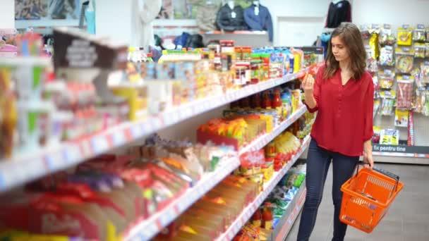 Zákazníci zvolili produkty v supermarketu